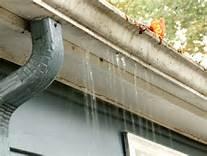 unclogging gutters in Delaware